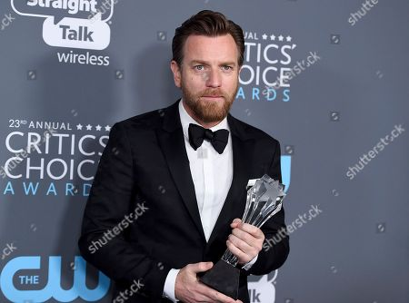 """Ewan McGregor, winner of the award for best actor in a movie made for TV or limited series for """"Fargo"""", poses in the press room at the 23rd annual Critics' Choice Awards at the Barker Hangar, in Santa Monica, Calif"""