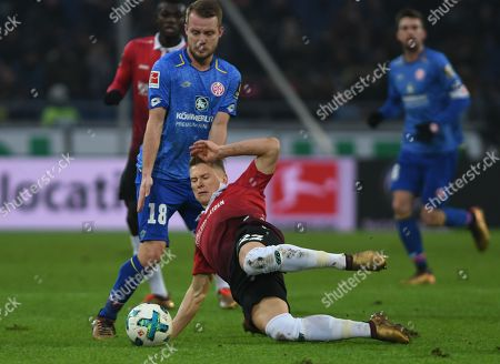 Hannover's Matthias Ostrzolek (R) in action against Mainz's Daniel Brosinski (L) during the German Bundesliga soccer match between Hannover 96 and Mainz 05 in Hannover, Germany, 13 January 2018.