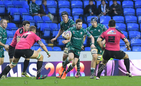 Ben Ransom of London Irish on the attack during the European Rugby Challenge Cup Pool 4 match between London Irish and Krasny Yar at Madejski Stadium on January 13th 2018 in Reading, Berkshire, England. (Photo by Gareth Davies/PPAUK)