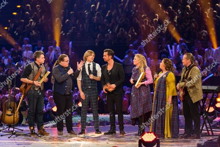 "Florian Silbereisen, The Kelly Family (James Victor ""Jimmy"", Angelo, John Michael, Maria Patricia, Kathy Ann and Joey)"