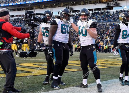 Jacksonville Jaguars fullback Tommy Bohanon (40) celebrates his touchdown during the second half of an NFL divisional football AFC playoff game against the Pittsburgh Steelers in Pittsburgh