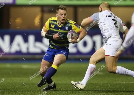 Matthew Rees of Cardiff Blues takes on Leonardo Ghiraldini of Toulouse
