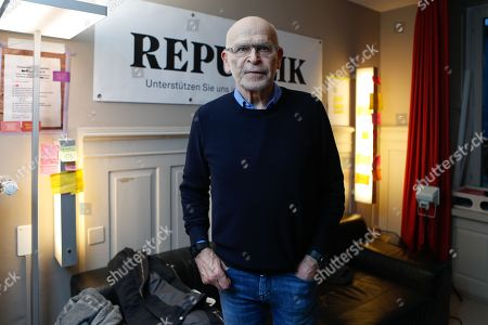 """Journalist Guenter Wallraff poses at a ceremony on the occasion of the launch of the website of the online magazine """"Republik"""" 14 January 2018, in Zurich, Switzerland."""
