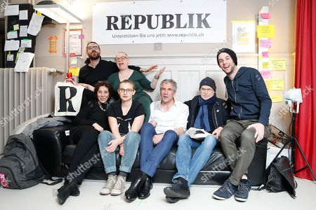 """The six founding members of the online magazine """"Republik"""" Christof Moser, Constantin Seibt, Clara Willemin, Nadja Schnetzler, Susanne Sugimoto and Laurent Brust, from right, together with journalist Guenter Wallraff, second from right, at a ceremony on the occasion of the launch of the website of the magazine, 14, January 2018, in Zurich, Switzerland."""
