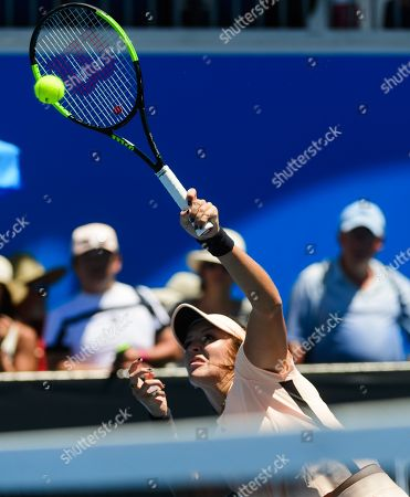 Laura Robson of Great Britain and Coco Vandeweghe of the USA in double's action on day 3 of the Australian Open.