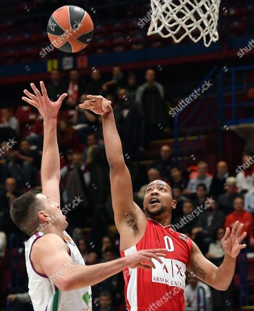 Armani Exchange Milan Andrew Goudelock (R) drives up to the basket against Unicaja Malaga Nemanja Nedovic during the Euroleague basketball match between Armani Exchange Milano and Unicaja Malaga at Assago Forum, Milan, Italy, 17 January 2018.