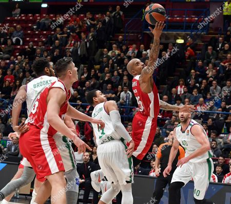 Stock Photo of Armani Exchange Milan Andrew Goudelock (R) drives up to the basket against Unicaja Malaga Ray McCallum during the Euroleague basketball match between Armani Exchange Milano and Unicaja Malaga at Assago Forum, Milan, Italy, 17 January 2018.