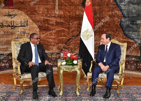 """Abdel-Fattah el-Sissi, Hailemariam Desalegn. In this photo provided by Egypt's state news agency, MENA, Egyptian President Abdel-Fattah el-Sissi, right, meets with Ethiopian Prime Minister Hailemariam Desalegn, in Cairo, Egypt, . El-Sissi expressed his """"extreme concern"""" over the lack of progress in talks over the construction of a massive Nile dam in Ethiopia during a meeting with Desalegn. Egypt fears the dam, which is about 60 percent complete, will significantly reduce its vital share of the Nile's waters"""