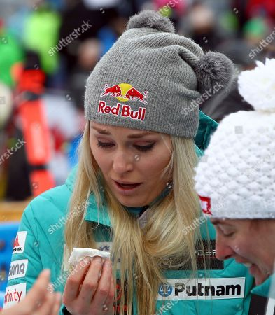 United States' Lindsey Vonn is overcome with emotion at the retirement announcement of United States' Julia Mancuso after an alpine ski, women's World Cup downhill, in Cortina D'Ampezzo, Italy, Friday, Jan.19, 2018. Mancuso announced she will retire from skiing after a goodbye run in a World Cup downhill Friday