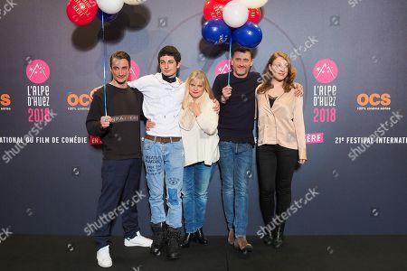 (L-R) Pierre Lottin, Theo Fernandez, Isabelle Nanty, Jean-Paul Rouve, Sarah Stern