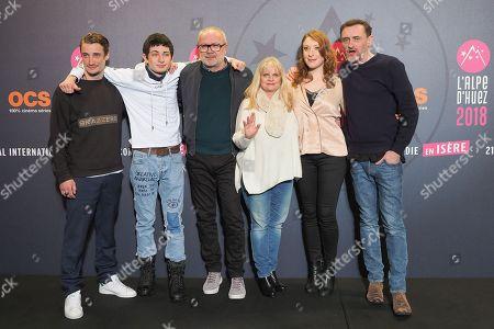 (L-R) Pierre Lottin, Theo Fernandez, Olivier Baroux, Isabelle Nanty, Jean-Paul Rouve, Sarah Stern