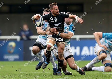 Montpellier vs Leinster. Montpellier's Aaron Cruden is tackled by Jack Conan and Robbie Henshaw of Leinster