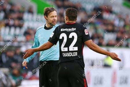referee Markus Schmidt, Timothy Chandler   / Football: Germany, 1. Bundesliga  /  2017/2018 / 20.01.2018 / VfL Wolfsburg WOB vs. SG Eintracht Frankfurt SGE 180120038 /