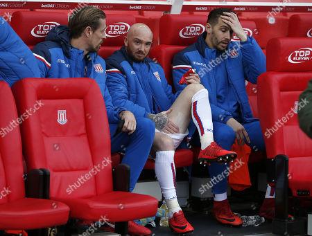 Stoke City's Stephen Ireland applies rub to his leg