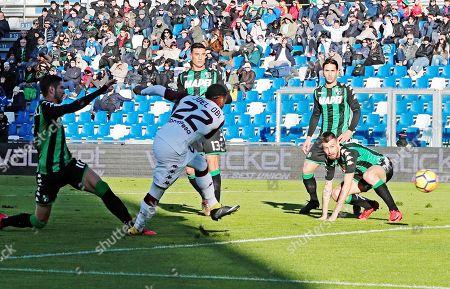 Torino's Joel Obi (C) scores the 0-1 goal during the Italian Serie A soccer match US Sassuolo vs Torino FC at Mapei Stadium in Reggio Emilia, Italy, 21 January 2018.