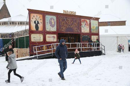 Dougie MacLean makes his way through the snow outside the Spiegeltent