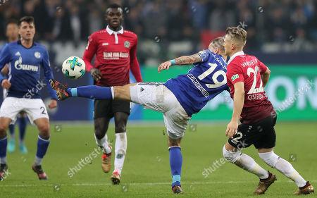 Schalke's Guido Burgstaller (L) and Hannover's Matthias Ostrzolek (R) in action during the German Bundesliga soccer match between FC Schalke 04 and Hannover 96 in Gelsenkirchen, Germany, 21 January 2018.