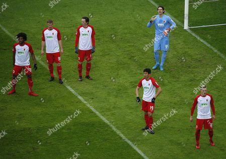 Moenchengladbach, Germany, 1. Football- BL - Borussia Moenchengladbach - FC Augsburg 2-020. 01. 2018 Borussia Park in Moenchengladbach Francesco da Silva CAIUBY (FCA) , Martin HINTEREGGER (FCA) ,Michael GREGORITSCH (FCA) ,Ja-Cheol KOO (FCA) ,goalkeeper Marvin HITZ (FCA) and Philipp MAX (FCA)
