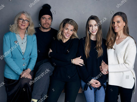 """Blythe Danner, Michael Shannon, Elizabeth Chomko, Taissa Farmiga, Hilary Swank. Blythe Danner, from left, Michael Shannon, writer/director Elizabeth Chomko, Taissa Farmiga and Hilary Swank pose for a portrait to promote the film, """"What They Had,"""" at the Music Lodge during the Sundance Film Festival, in Park City, Utah"""