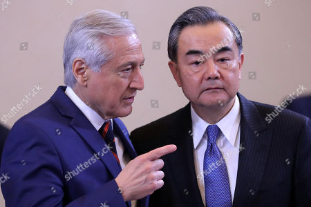 Chilean Chancellor Heraldo Munoz (L) and his Chinese counterpart Wang Yi (R) participate during a work meeting, in Santiago, Chile, 21 January 2018. Infrastructure, energy exchange and climate change will be some of the issues to be addressed at the second ministerial meeting of the Forum of the Community of Latin American and Caribbean States (Celac) and China which begins 22 January.