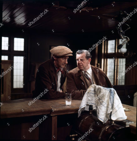 Gordon Rollings (as Topper Beachall), John Comer (as Bill Heyer)