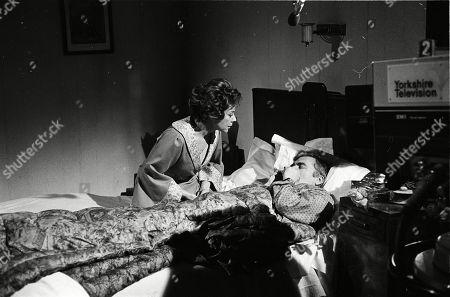Dorothy Tutin (as Sarah Burton), Nigel Davenport (as Robert Carne)