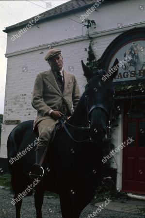 Nigel Davenport (as Robert Carne)