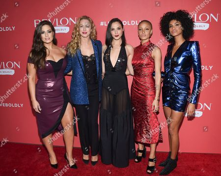 "Ashley Graham, Raquel Zimmermann, Gal Gadot, Adwoa Aboah, Imaan Hammam. Actress Gal Gadot, center, poses with models Ashley Graham, left, Raquel Zimmermann, Adwoa Aboah and Imaan Hammam at Revlon's ""Live Boldly"" campaign launch event at Skylight Modern, in New York"