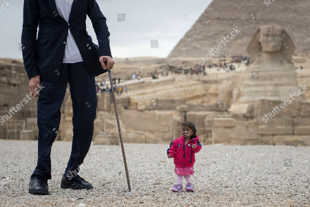 Editorial picture of World's tallest man and shortest woman visit Egypt, Giza - 26 Jan 2018