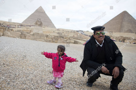 Editorial photo of World's tallest man and shortest woman visit Egypt, Giza - 26 Jan 2018