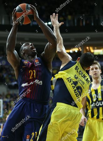 Kostas Sloukas (R) of Fenerbahce in action against Rakim Sanders (L) of Barcelona, during the Euroleague basketball match between Fenerbahce Dogus and FC Barcelona Lassa in Istanbul, Turkey, 26 January 2018.