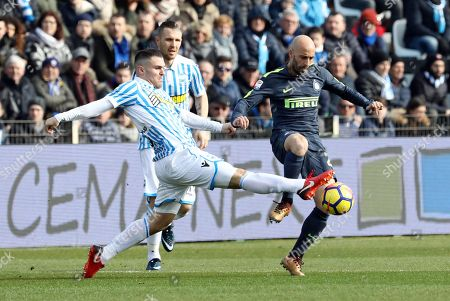 Spal's Federico Viviani  (L) and Inter's  Borja valero   (R) in action during the Italian Serie A soccer match Spal 2013 vs Inter FC at Paolo Mazza Stadium in Ferrara, Italy, 28 January 2018.