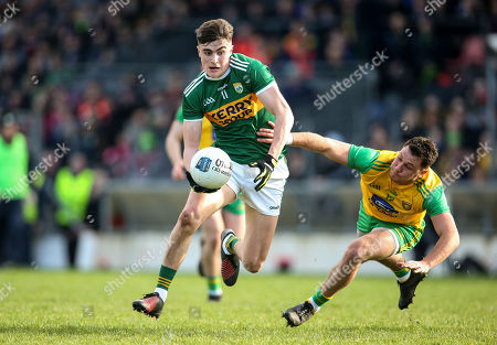 Kerry vs Donegal. Kerry's Sean O'Se and Paul Brennan of Donegal