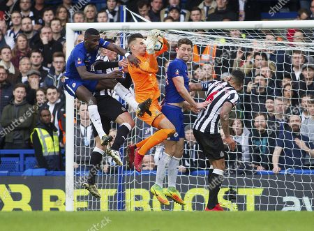 Rob Elliot of Newcastle United catches the ball from a corner, Emirates FA Cup Fourth Round, Chelsea v Newcastle United, Stamford Bridge, London, United Kingdom, 28th January 2018