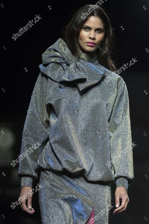 Kelie Santos on the catwalk