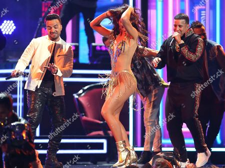 """Luis Fonsi, Zuleyka Rivera, Daddy Yankee. Luis Fonsi, left, and Daddy Yankee, right, perform """"Despacito"""" as Zuleyka Rivera dances at the 60th annual Grammy Awards at Madison Square Garden, in New York"""