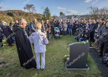 50th Anniversary Of The Death Of Donald CaMPbell On Coniston Water.- Gina CaMPbell Places Flowers At The Grave Of Her Father Donald CaMPbell Who Died On Jan 4th 1967 AtteMPting To Break The World Water Speed Record.Witherow - 4/1/17.