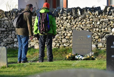 50th Anniversary Of The Death Of Donald CaMPbell On Coniston Water Comiston Cumbria.-the Grave Of Donald CaMPbell Who Died On Jan 4th 1967 AtteMPting To Break The World Water Speed Record.Witherow - 4/1/17.