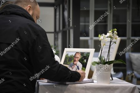 People leaving their condolence at IKEA Kungens Kurva