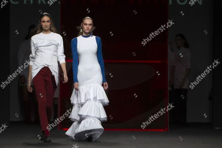 Almudena Canedo and Tanya Reutt on the catwalk