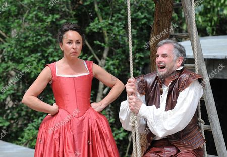 Stock Image of 'Much Ado About Nothing'  - Samantha Spiro (Beatrice) and Sean Campion (Benedick)