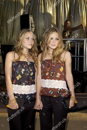 22 July 2002 Mary-kate & Ashley Olsen 'Austin Powers in Goldmember' Premiere Universal Amphitheatre Universal Studios Universal City Ca