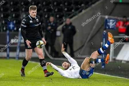 Jeff Williams of Bath and Dafydd Howells of the Ospreys