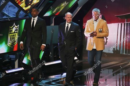 Cris Carter, Rich Eisen, Brett Favre. Rich Eisen, center, and former NFL players Cris Carter and Brett Favre walk on stage at the 7th Annual NFL Honors at the Cyrus Northrop Memorial Auditorium, in Minneapolis, Minnesota