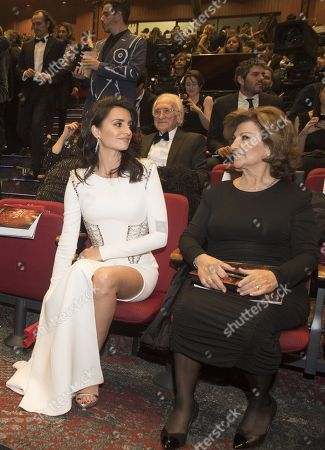 Stock Picture of Penelope Cruz and her mother Encarna Sanchez