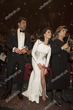 Stock Photo of Javier Bardem and Penelope Cruz with her mother Encarna Sanchez