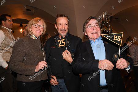Elmar Wepper mit Ehefrau Anita and Michael Roll,