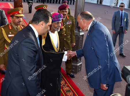 Oman's Sultan Qaboos bin Said al Said shakes hands with Egyptian officials in Muscat