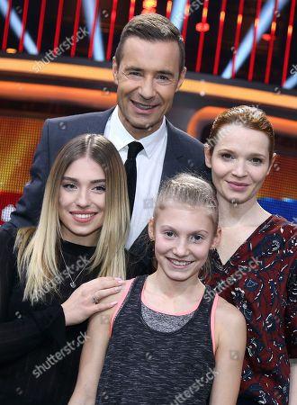......v.l Kai Pflaume , Karoline Herfurth, Stella Lobner (10) ....