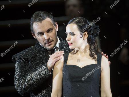 Anna Goryachova as Carmen, Kostas Smoriginas as Escamillo